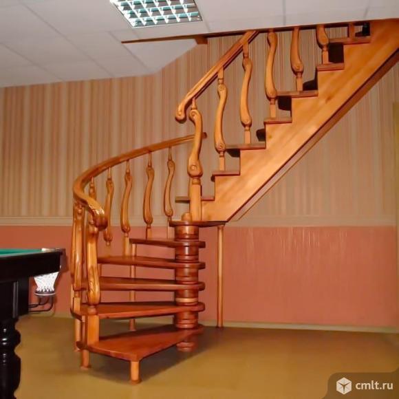 Комбинированная лестница с поворотом на 90 градусов ступеньки гусиный шаг и забежные.