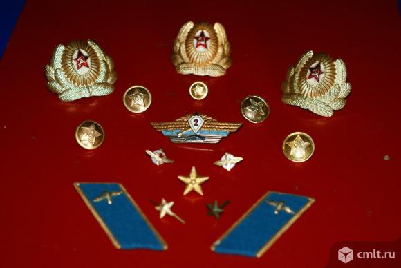 Знаки отличия военных СА. Фото 1.