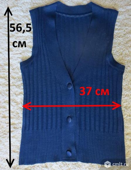 Школьная трикотажная жилетка на пуговицах для девочки темно-синяя (шерсть, синтетика) хорошо тянется