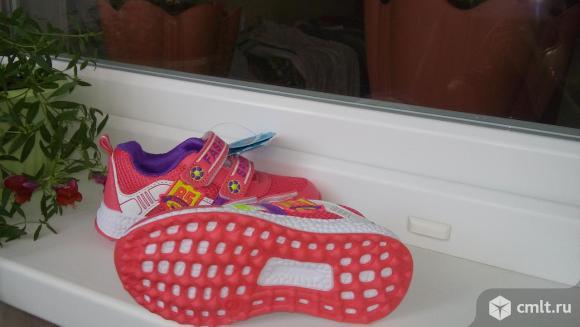 Новые спортивные кроссовки. Фото 5.