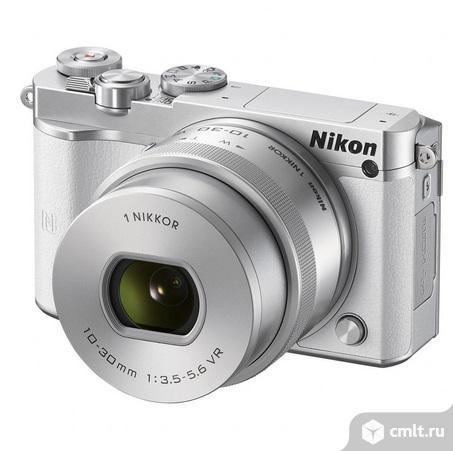 Новая камера со сменной оптикой Nikon 1 J5 Kit 10-30mm VR белый. Фото 1.