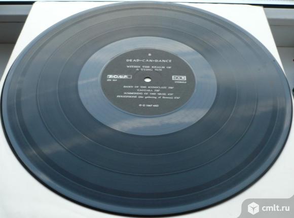 "Грампластинка (винил). Гигант [12"" LP]. Dead Can Dance. Within The Realm Of A Dying Sun. 1987. Литва. Фото 8."