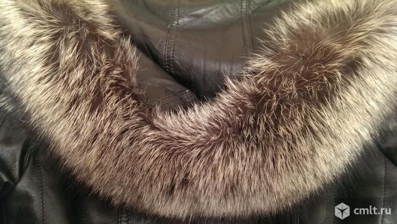 Зимняя куртка косуха из натуральной кожи с подстежкой из натурального меха. Воротник-лиса чернобурка