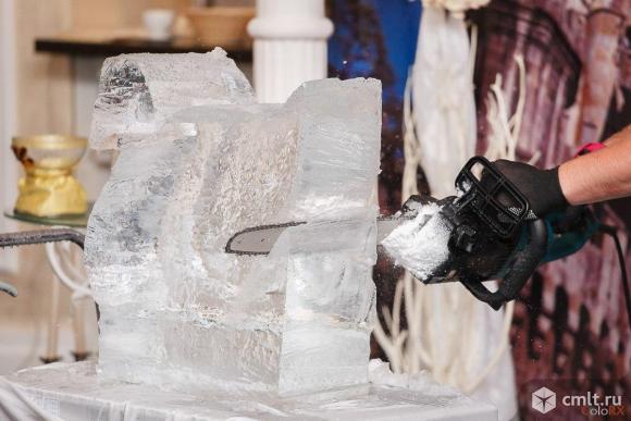 Скульптор по льду для выступлений на шоу