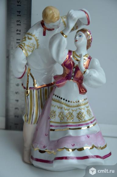 Статуэтка Лявониха Белорусский танец. Дулево. Фото 1.