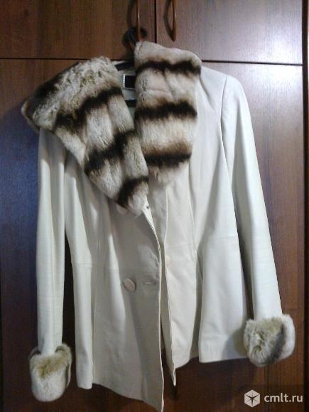 Кожаная куртка с капюшоном. Фото 1.