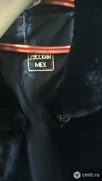 Шуба мутоновая в отличном состоянии, черная, размер 62-64
