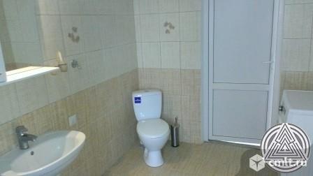Продам: дом 270 кв.м. на участке 8 сот.