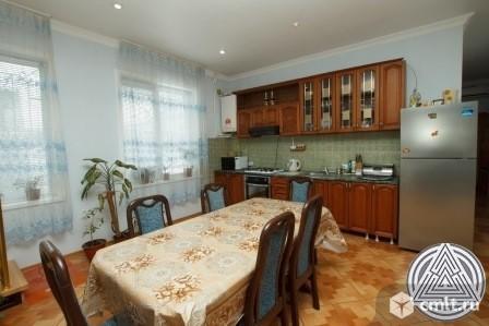 Продается: дом 300 м2 на участке 4 сот.