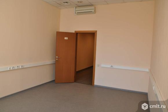 Сдается в аренду офисное помещение площадью 19.4 м2, на 2 этаже 3-этажного бизнес-центра.