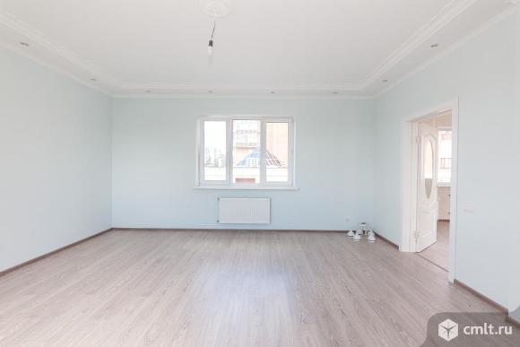 Продается: дом 272 кв.м. на участке 2 сот.