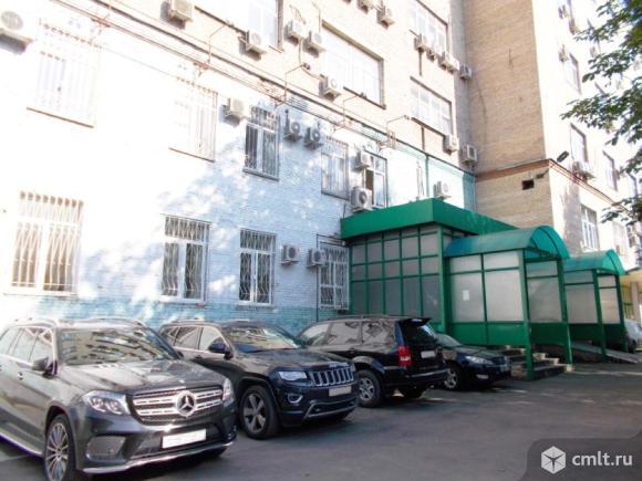 Офис площадью 40 м2, на 1 этаже 6-этажного административного здания класса B в 7 мин.