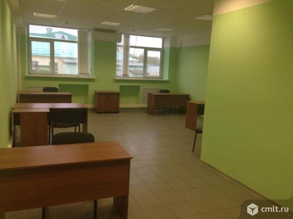 Офис площадью 45.6 м2, на 2 этаже 4-этажного бизнес-центра классаB в 15 мин.