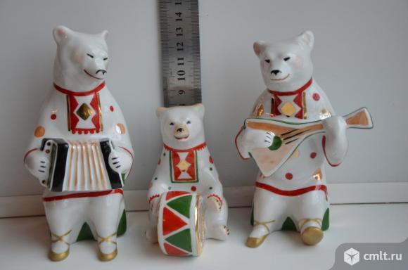 Дулево Статуэтка Мишка с барабаном с гармошкой с барабаном Цирк Медведь Фарфор Трио. Фото 1.