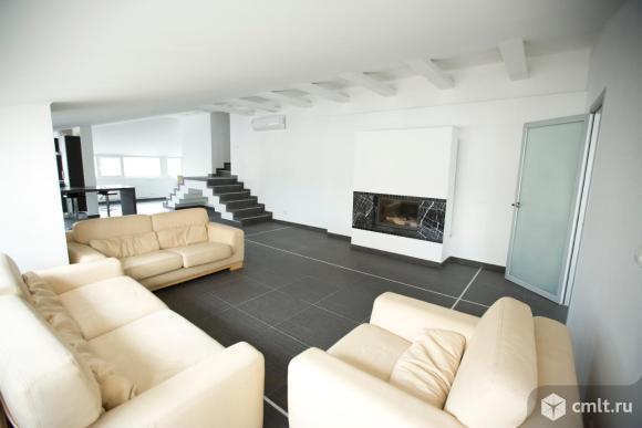 продам квартиру элитного класса с ремонтом. эксклюзивное 2-х уровневое дизайнерское пространство. камин, терраса, кухня,техника.потрясающий вид, парковочное место. лучшее предложение в городе