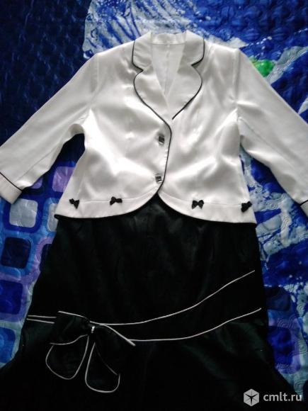 Продается красивый нарядный костюм женский