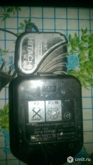 Продам зарядное устройство и акуумулятор  хитачи