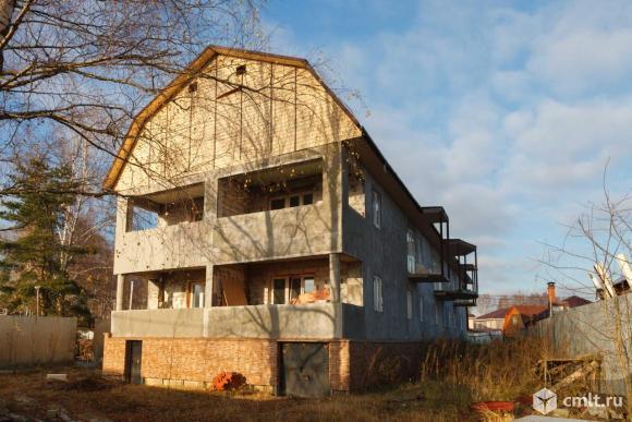 Продам: дом 744 м2 на участке 12 сот.