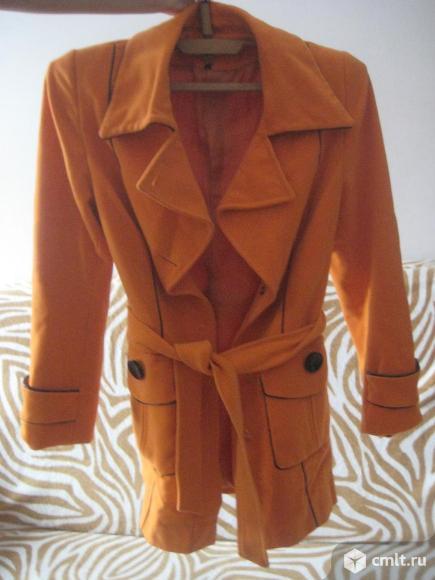Пальто рыжее