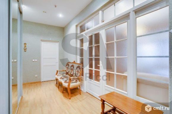 Продается 5-комн. квартира 202 кв. м