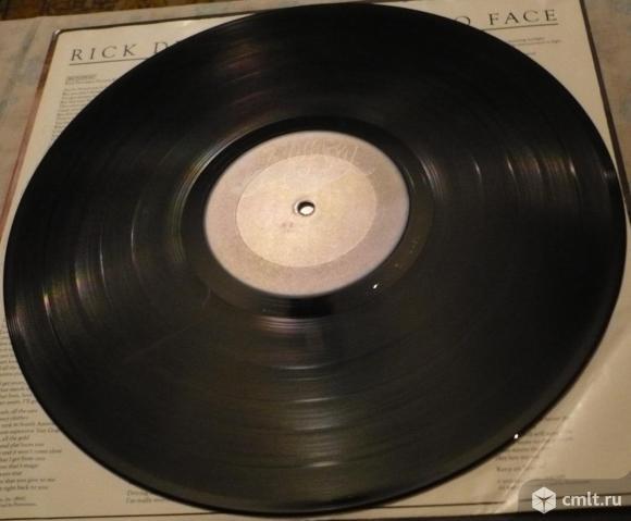 "Грампластинка (винил). Гигант [12"" LP]. Rick Derringer. Face To Face. (C)(P) 1980 CBS Inc. Blue Sky.. Фото 8."