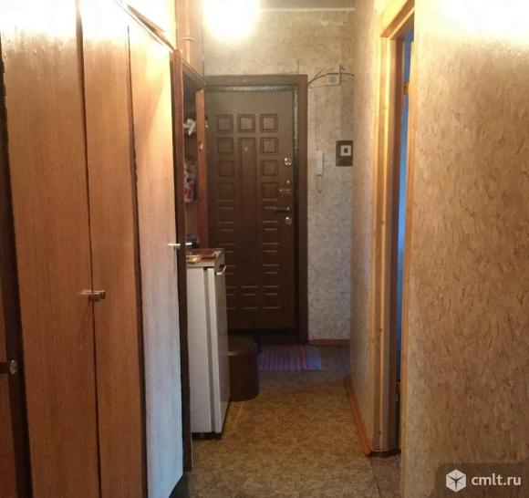 Встроенные шкафы, кладовка,металлическая входная дверь.Без торга.