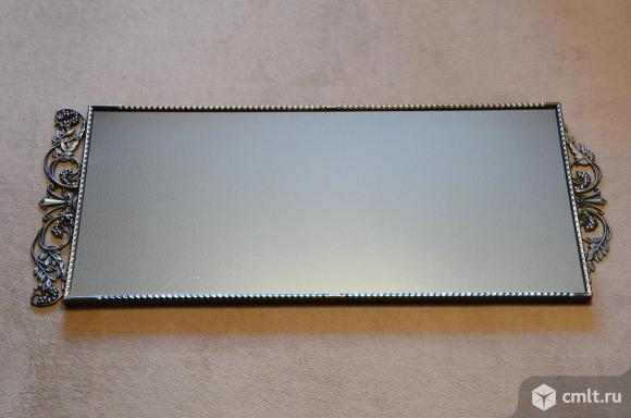 Зеркало интерьерное в раме с декоративными элементами. Фото 1.