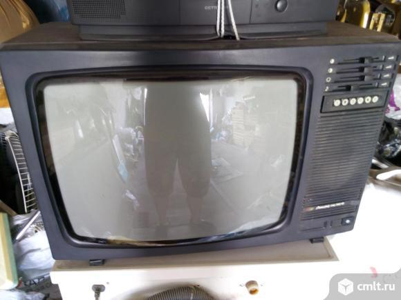 2 телевизора Рекорд 381Д