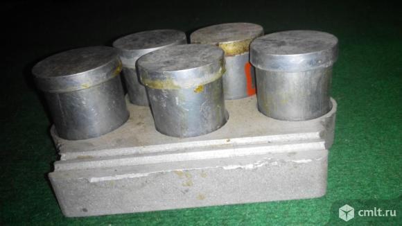 Подставка аллюминивая с баночками для пайки. Фото 1.