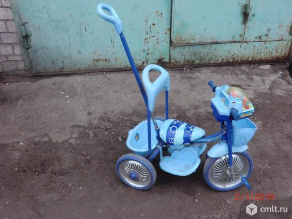 Велосипед детский с ручкой. Фото 1.