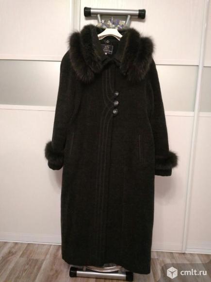 Демисезонное шерстяное пальто с чернобуркой