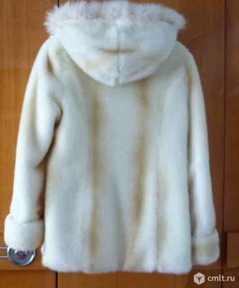 Продам Полушубок белый женский, размер 50. Торг возм.