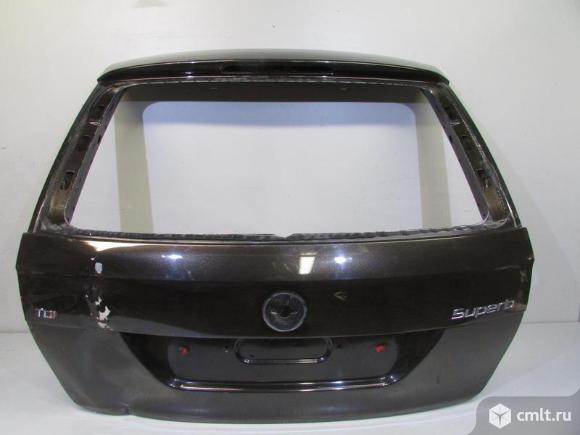 Крышка багажника SKODA SUPERB универсал 08-16 б/у 3T9827025A 3*. Фото 1.