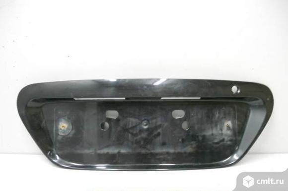 Накладка номерного знака крышки багажника MITSUBISHI LANCER 9 б/у MN161236XA MN161236WA MBLP028NA. Фото 1.