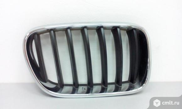 Решетка радиатора правая BMW X3 F25  10- 51117237422  б/у 4*. Фото 1.