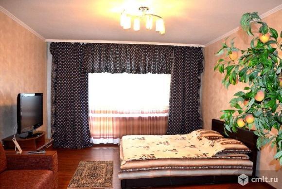 1-комнатная квартира 38 кв.м Хользунова,Памятник Славы,после ремонта,сдаем.Меблирована.. Фото 1.