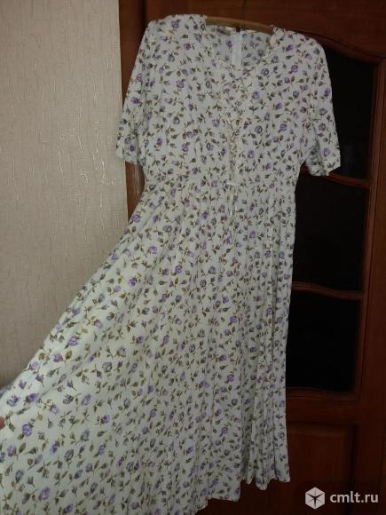 Платье 56-58р длинное. В мелкий нежно сиреневый цветочек. Состояние отличное