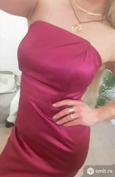 Платье коктельное с открытыми плечами