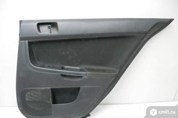 Обшивка двери задней правой с клав. стеклоподьемника MITSUBISHI LANCER X 07- б/у 7222A434XG. Фото 1.