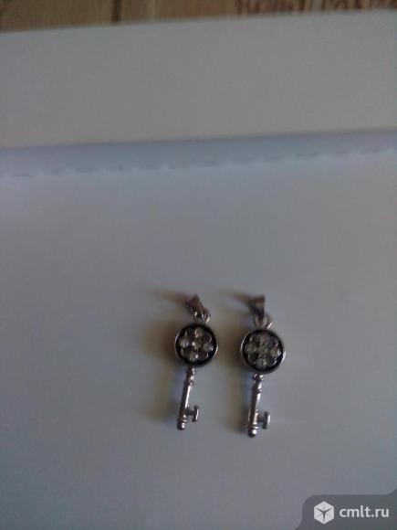 Ключики из металла с камешками. Фото 1.