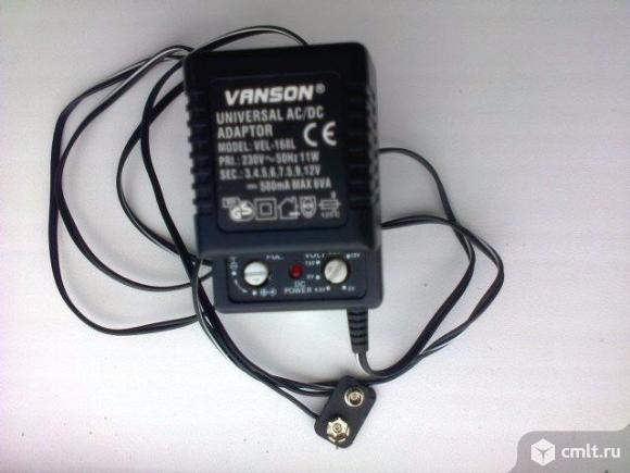 Универсальное зарядное устройство. Фото 1.
