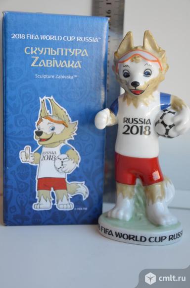 Дулево Статуэтка Забивака Волк Чемпионат Футбол Фарфор. Фото 1.