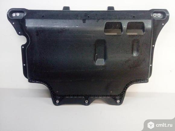 Защита картера двигателя VW TIGUAN 16- б/у 5QF825902 4*. Фото 1.