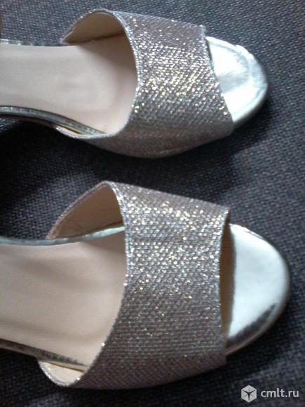 Золотистые туфли. Фото 5.