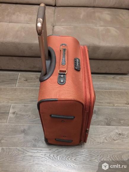 Большой чемодан с кодовым замком. Фото 1.