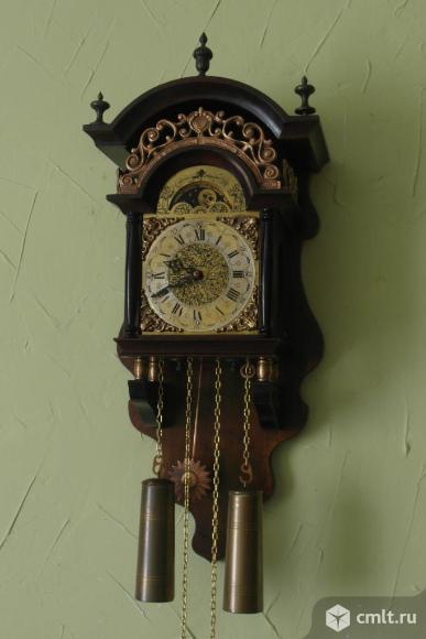 Голландские настенные часы Hermle с гирями. Фото 1.