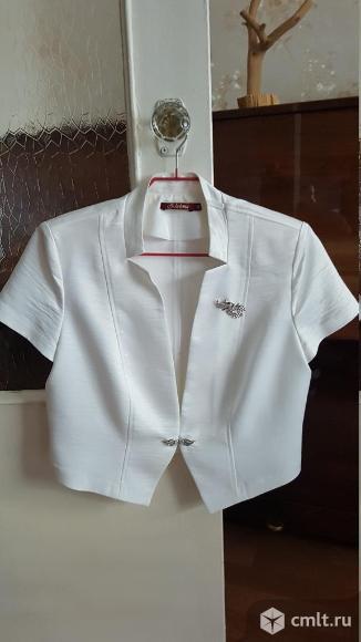 Продаётся нарядный белый жакет
