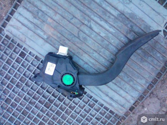 Педаль газа Шевроле Авео Т300. Фото 1.