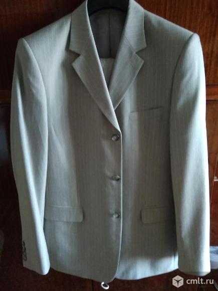 Отличный светлый костюм (размер 48-50). Фото 1.