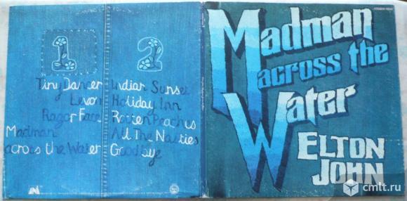"Грампластинка (винил). Гигант [12"" LP]. Elton John. Madman Across The Water. 1971. UNI Records. USA.. Фото 1."